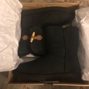 Black UGG boots (never worn)